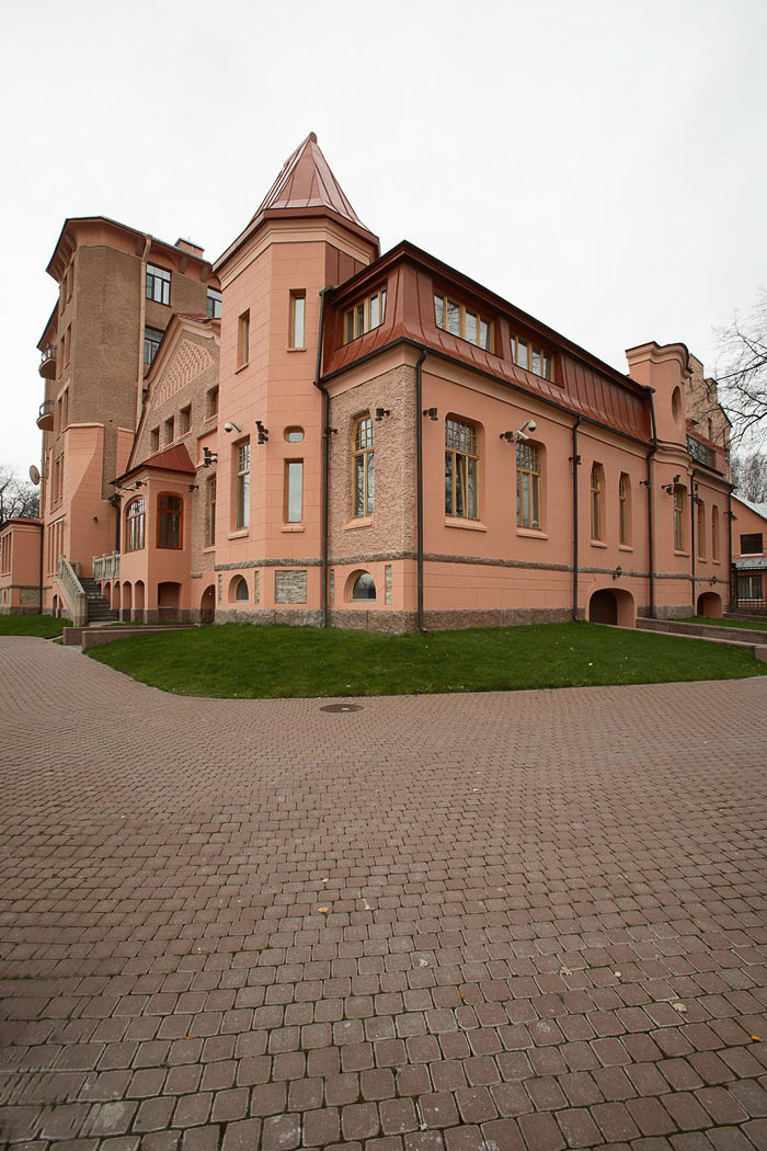 Дом на берегу Большой Невки. Санкт-Петербург. 2006